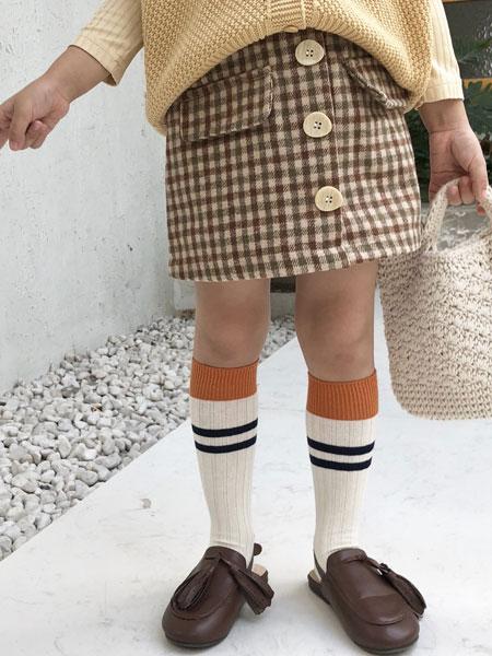 萌恩小酱童装品牌2019秋冬格子裙