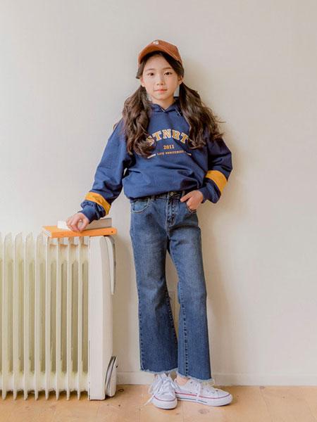 Stylenoriter童装品牌2019秋冬字母印花连帽卫衣