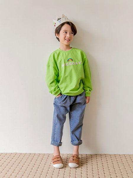 Stylenoriter童装品牌2019秋冬绿色印花卫衣