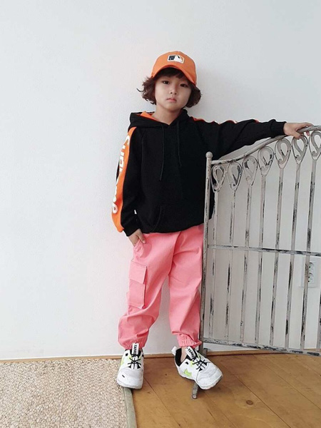 LITTLE CLOSET童装品牌2019秋冬黑色卫衣