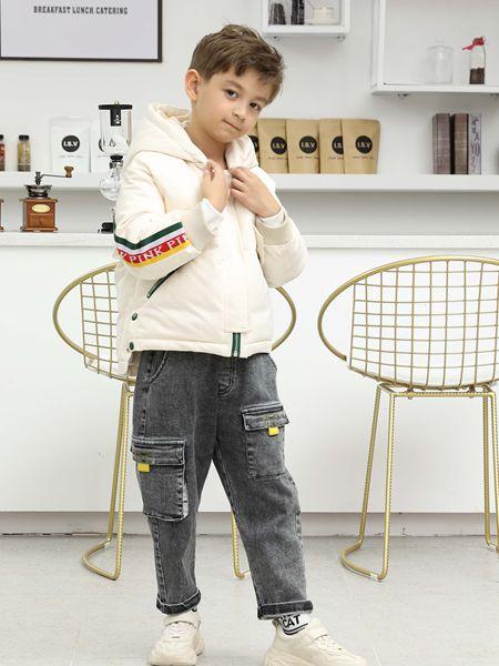 芭乐兔童装品牌2019秋冬白色外套