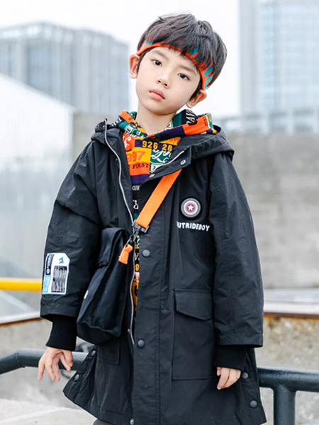 Outride越也童装品牌倡导对未知世界的憧憬、梦想和探索