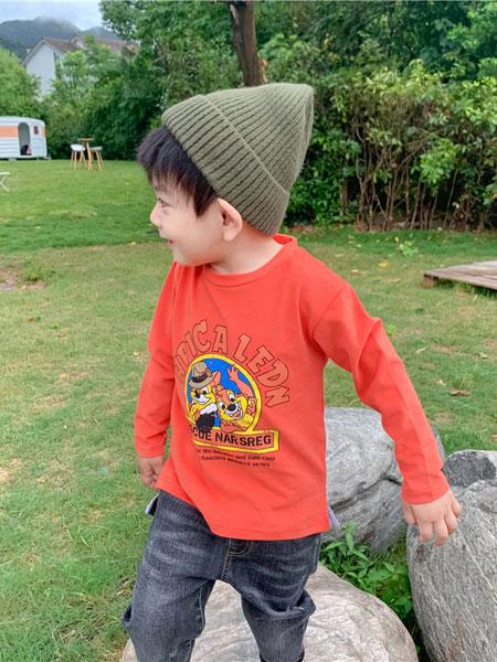 小只童童装品牌2019秋冬红色印花卫衣