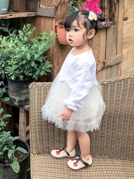 菲瑞娅童装品牌2019秋季白色裙子