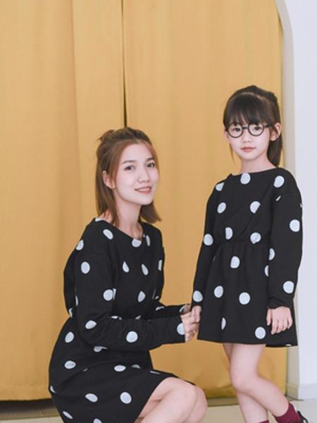 桔子Woranges情侣亲子2019秋冬波点收腰连衣裙