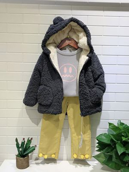 小明星童装品牌2019秋冬轻便棉服