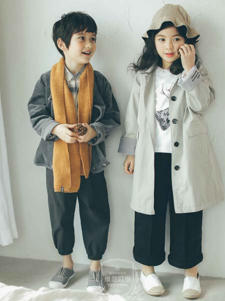 维尼叮当童装品牌2019秋冬米杏色蝙蝠袖复古长款过膝风衣亲子风衣