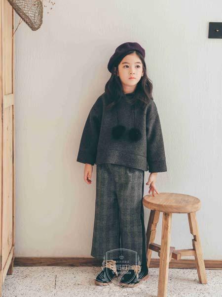 维尼叮当童装品牌2019秋冬品牌正品高端T恤女装采新款修身显瘦上衣