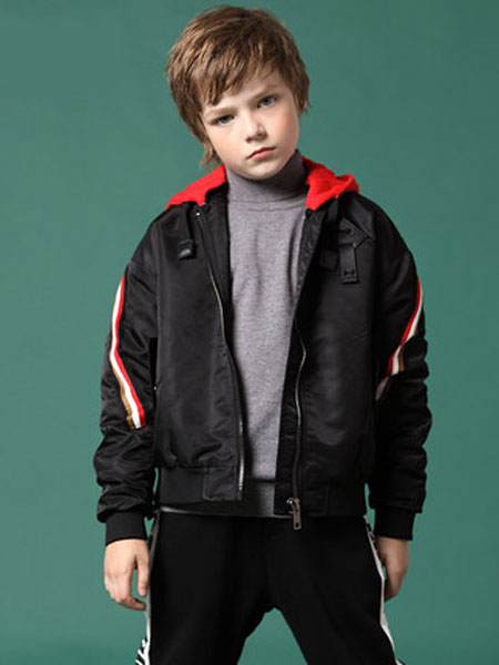 欧恰恰童装品牌,紧贴国际时尚潮流,结合国内市场需求