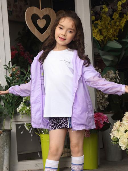 淘骐淘乐TOCATOLA童装品牌2019春夏连帽夹克户外运动服短款薄外套