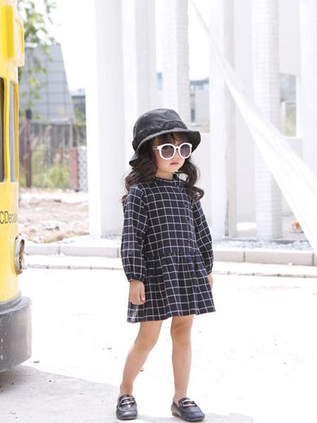 甜蜜小屋童装品牌2019秋冬格子连衣裙