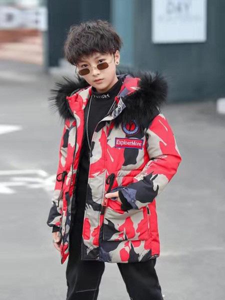 智比兔童装品牌2019秋冬黑色毛领羽绒服