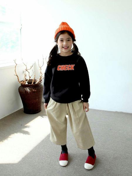 LITTLE CLOSET童装品牌2019秋冬带帽卫衣
