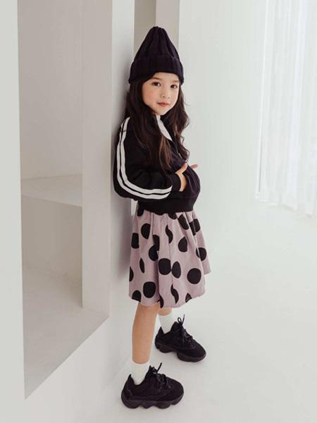 LITTLE CLOSET童装品牌2019秋冬运动外套潮