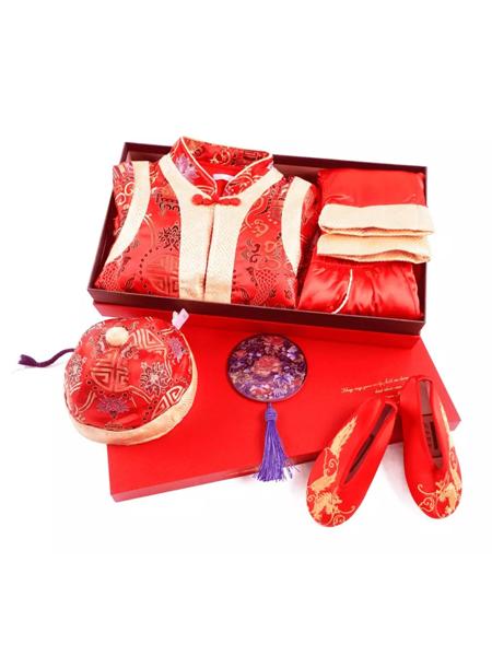 丑丑童装品牌2019秋冬周岁礼盒