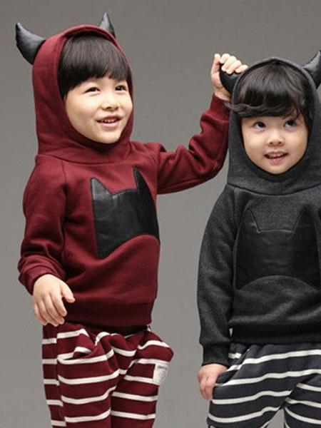 佛山春鹏服饰有限公司童装品牌2019秋冬男女童蝙蝠头条纹带帽套装