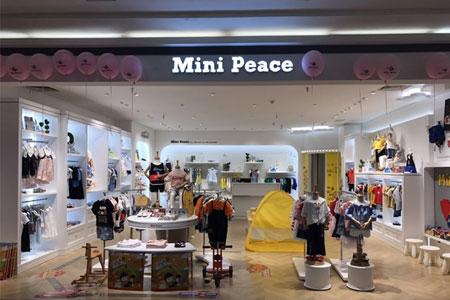 太平鸟童装Mini Peace店铺展示