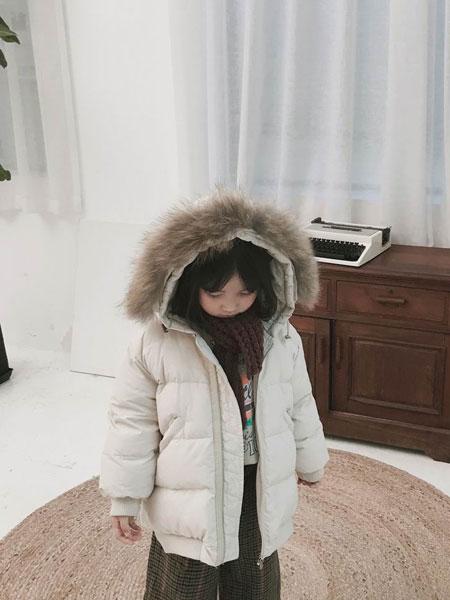 妹妹恩倪童装品牌2019秋冬新款带帽白色大毛领羽绒服