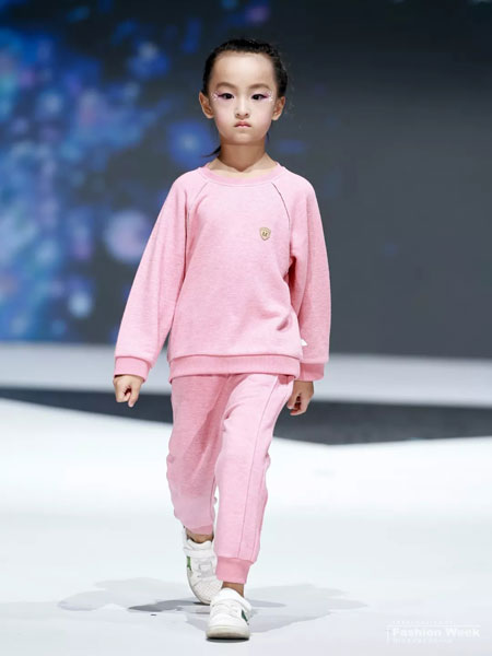 小鱼多漫童装品牌2019秋冬新款粉色保暖套装