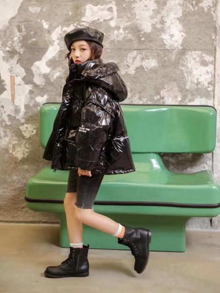 啄木鸟童装品牌2020冬季新品黑色短款羽绒服