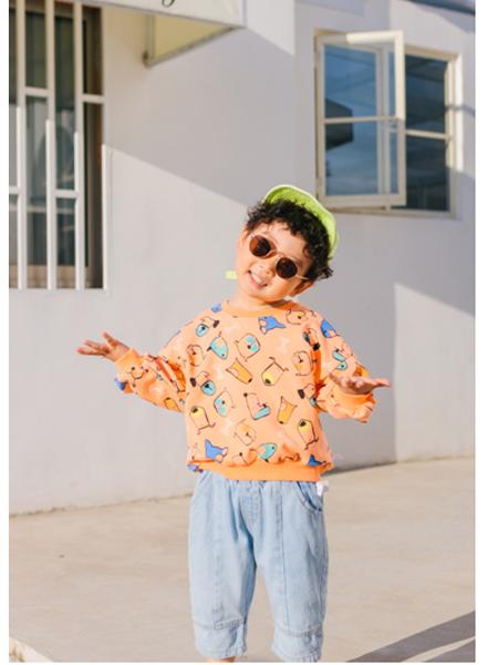 可米e家童装品牌2020春夏可爱小熊维尼卫衣