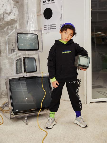 Outride越也童装品牌2019秋冬新款简洁印字长袖带帽卫衣