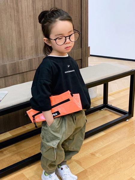 拉酷儿童装品牌2020春夏新款黑色印字简洁长袖上衣