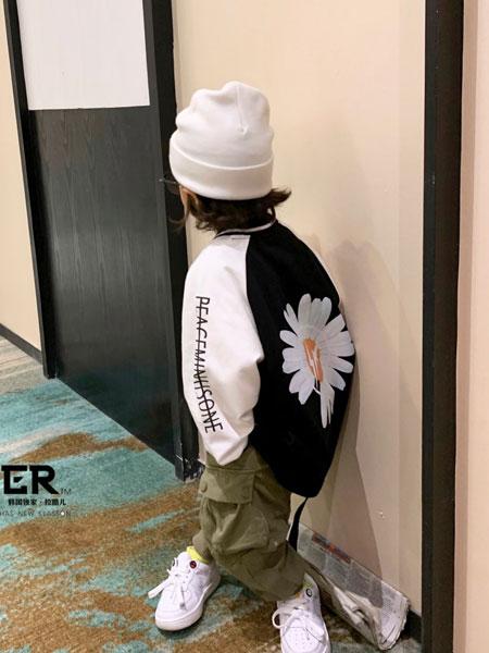 拉酷儿童装品牌2020春夏新款背后印花黑色卫衣