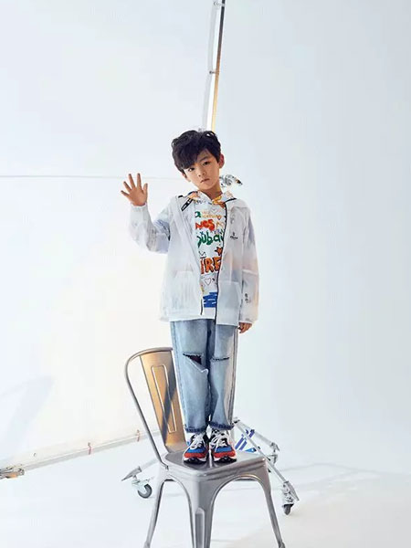 Outride越也童装品牌2020春夏新款纯色透明气质防风衣