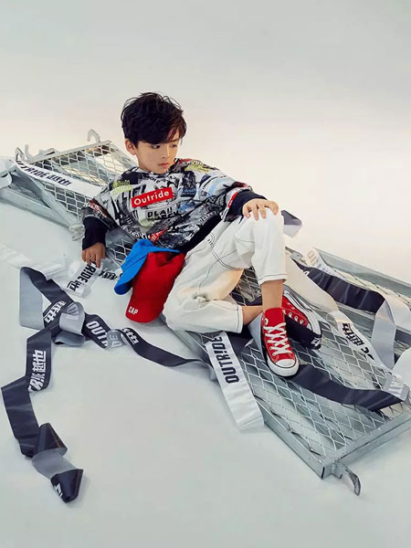 Outride越也童装品牌2020春夏新款涂鸦街头风格卫衣