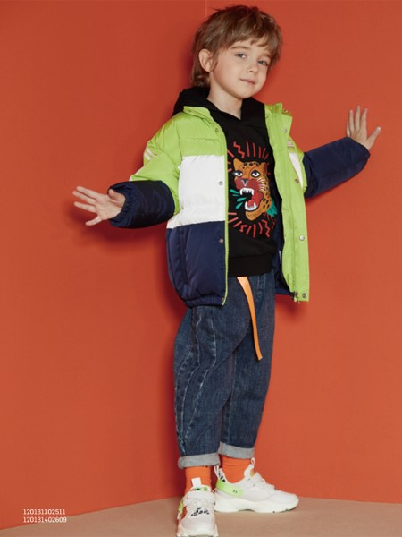 MQD童装品牌2020春夏拼接款外套