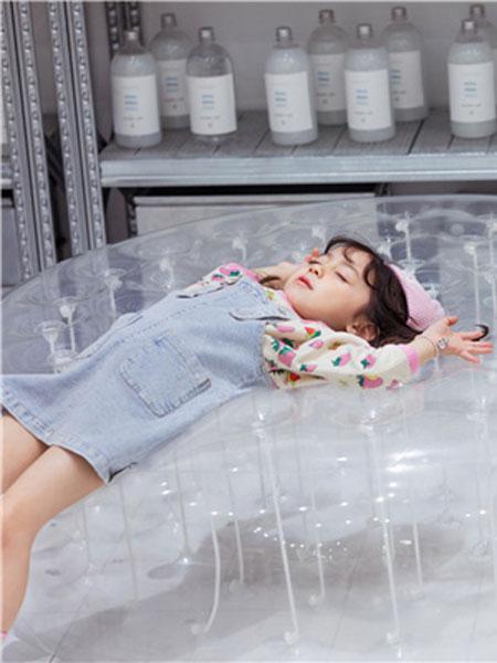花田彩童装品牌2020春夏蓝色背带裙