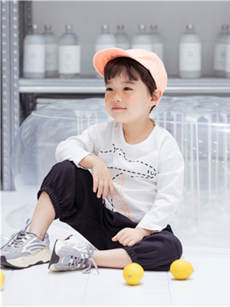 花田彩童装品牌2020春夏长袖白色T恤