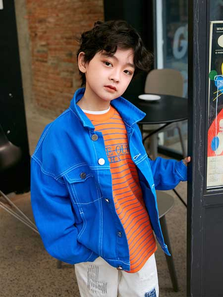 Outride越也童装品牌2020春夏新款纯色纽扣牛仔外套