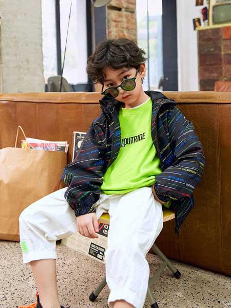 Outride越也童装品牌2020春夏新款纯色涂鸦风格带帽外套