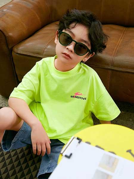 Outride越也童装品牌2020春夏新款纯色简洁短袖上衣