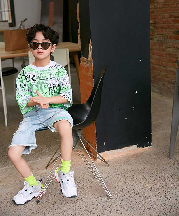 Outride越也童装品牌2020春夏新款纯色涂鸦短袖上衣