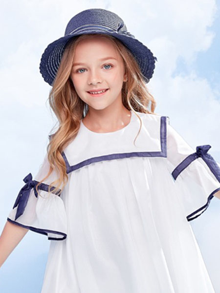 IKKI安娜与艾伦童装品牌2020春夏飘逸白连衣裙