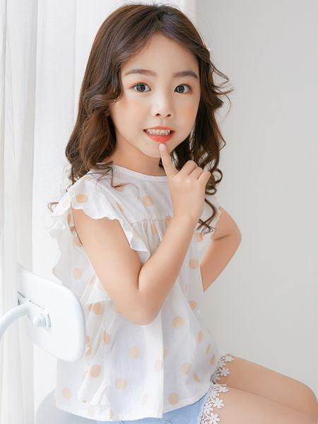 拉斐贝贝童装品牌2020春夏白色T恤小橘粉色点
