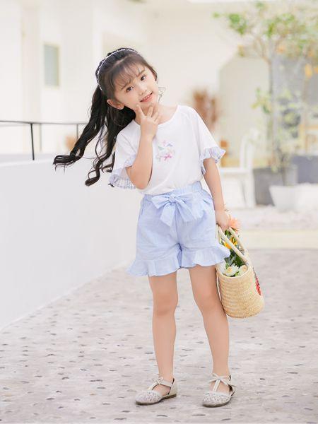 拉斐贝贝童装品牌2020春夏喇叭花袖白色T恤