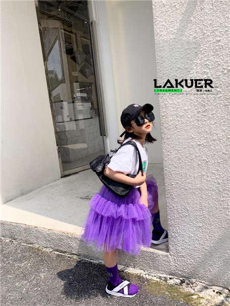 拉酷儿童装品牌2020春夏紫色半身裙紫色袜子白色凉鞋