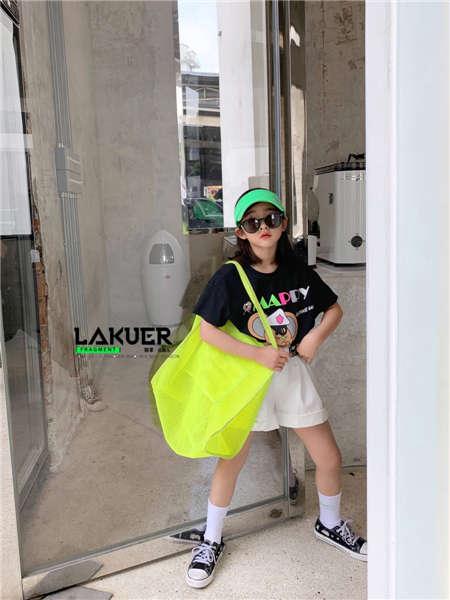 拉酷儿童装品牌2020春夏绿色包包黑色休闲鞋黑色T恤