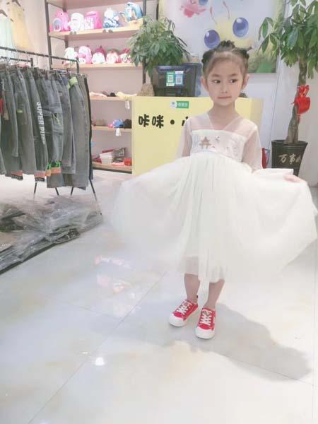 咔咪小蜜蜂童装品牌2020春夏仿古雅致网纱连衣裙白色