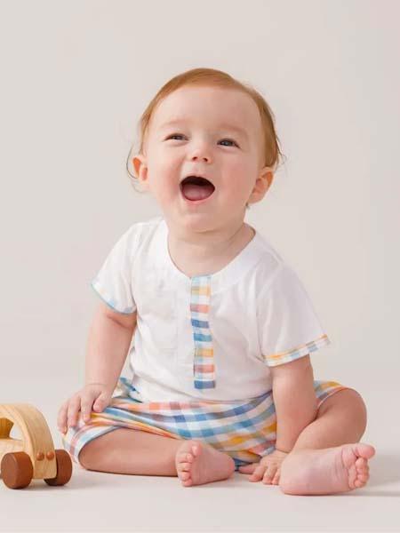 卓儿童装品牌2020春夏圆领白色T恤格纹短裤