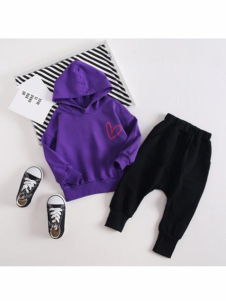依霓童装品牌2020春夏新款童装中小童套装纯棉很忙连帽长袖春款两件套