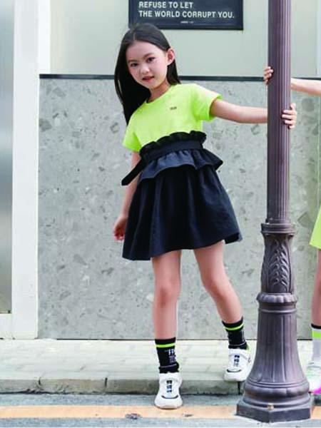 德蒙斯特童装品牌2020春夏绿色T恤黑色短裙
