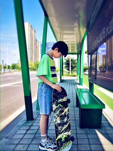 贝甜童装品牌2020春夏绿色T恤牛仔裤