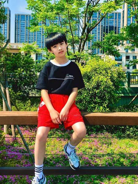 贝甜童装品牌2020春夏红色短裤