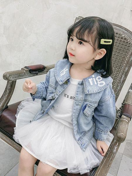 蒋平华童装品牌2020春夏牛仔外套女韩版娃娃领印花上衣中小童时尚牛仔衣