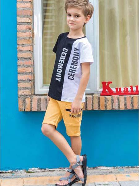 快乐精灵童装品牌2020春夏字母黑白撞色T恤